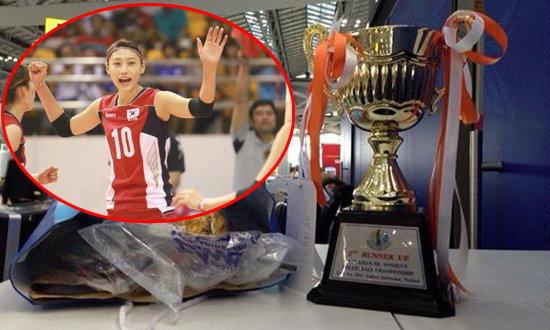 ทีมวอลเลย์บอลหญิงเกาหลีใต้ลืมถ้วยรางวัลที่ 3 ไว้ที่สุวรรณภูมิ ตั้งเด่นเคาน์เตอร์เช็กอิน