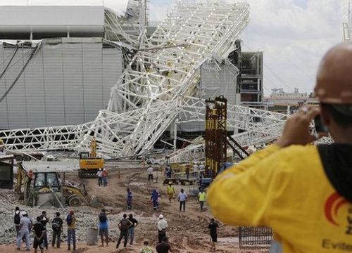 ระทึก!สนามบอลโลกพังถล่มทับคนงานดับ3