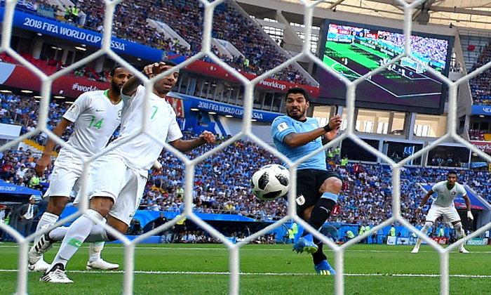 """ฉลองเกมที่ 100! """"ซัวเรซ"""" กดชัย อุรุกวัย หืดจับซิว ซาอุดีอาระเบีย 1-0 ตีตั๋ว 16 ทีม"""