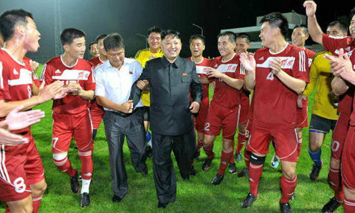 """จะเกิดอะไรขึ้น?! เมื่อผู้นำ """"เกาหลีเหนือ"""" มาดูฟุตบอล.. (อัลบั้ม)"""