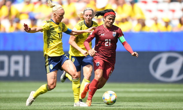 กาญจนาเบิกสกอร์! สาวไทย สู้สุดใจวิ่งตลอดเกมก่อนพ่าย สวีเดน 1-5 (คลิป)