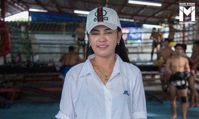 """เอ๋ จิตรเมืองนนท์ : นิยามและพลังรักของ """"แม่"""" ผู้ดูแลค่ายมวยไทยแถวหน้าของประเทศ"""