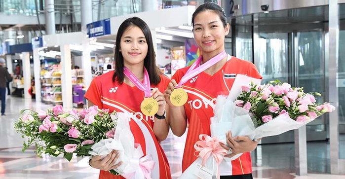 """""""กิ๊ฟ-วิว"""" กลับถึงไทย หลังได้แชมป์หญิงคู่ แบดมินตันไชนีส ไทเป"""