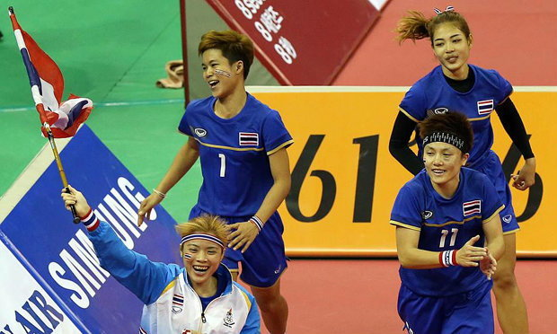 ตะกร้อสาวไทย ถล่มเจ้าภาพเละเทะ คว้าเหรียญทองทีมเดี่ยว