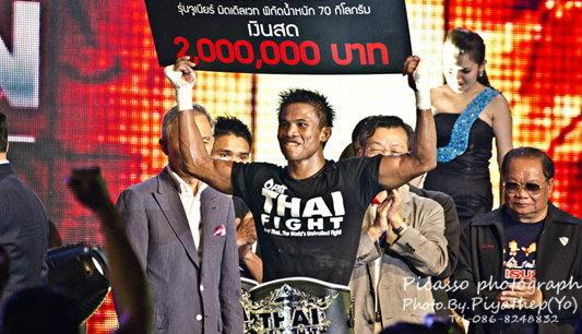 บัวขาวควงเข้มคว้าแชมป์ไทยไฟต์2011
