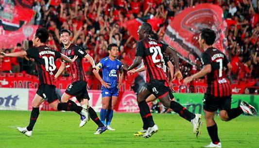 กิเลนเริ่งร่ายิง 2 ลูกท้ายเกมซิวชัยเหนือชลบุรี 2-0
