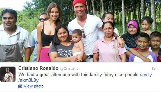 โรนัลโด้แฮปปี้!เที่ยวสวนยางถ่ายรูปร่วมกับชาวบ้าน