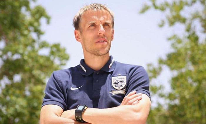 """FA ตั้ง """"เนวิลล์ผู้น้อง"""" คุม """"ทีมชาติอังกฤษหญิง"""" จนถึงปี 2021"""