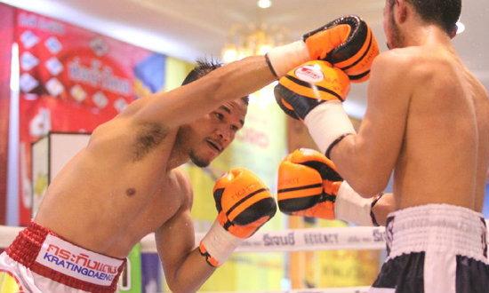 """ลุ้นเหนื่อย! """"เด่นเก้าแสน"""" ชนะทีเคโอนักชกญี่ปุ่นยกสุดท้าย-ป้องแชมป์พาบาได้สำเร็จ"""