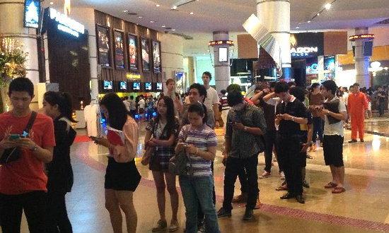 """แฟนๆ แห่ซื้อตั๋ว""""แมนฯ ยู""""เยือนไทยวันแรก-อึ้ง!บัตร4พันหมดก่อนเที่ยง(ชมคลิป)"""