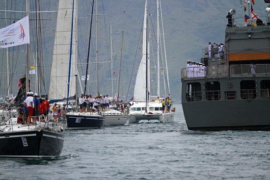 เรือใบทั้งไทย-ต่างชาติร่วมเทิดพระเกียรติในหลวง