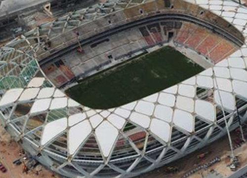 คนงานตายขณะปรับปรุงสนามบอลโลกบราซิล