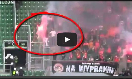 อึ้ง! ตำรวจโปแลนด์ฉีดสเปรย์พริกไทยใส่แฟนบอลจนไฟลุก!!! (ชมคลิป)