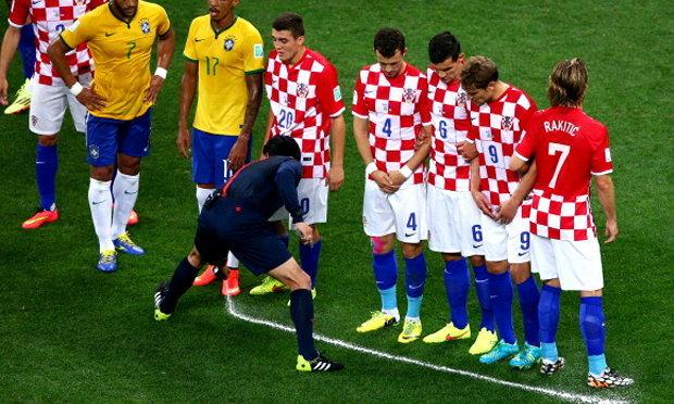 แจ่มเลย! สเปรย์กำหนดกำแพง ในฟุตบอลโลก2014