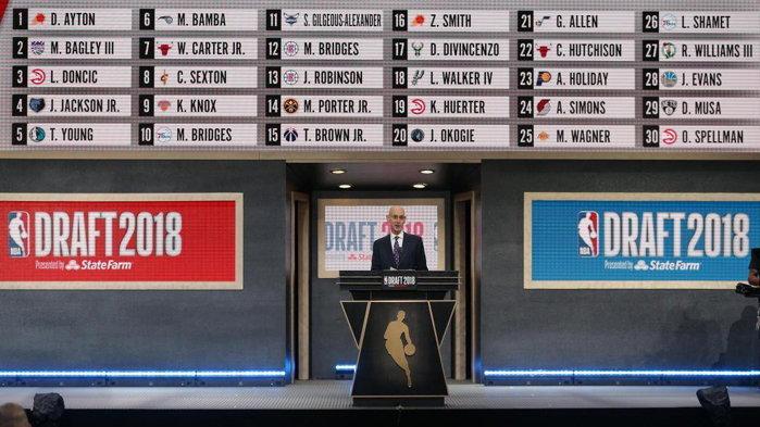 2018-draft-podium-stage-all