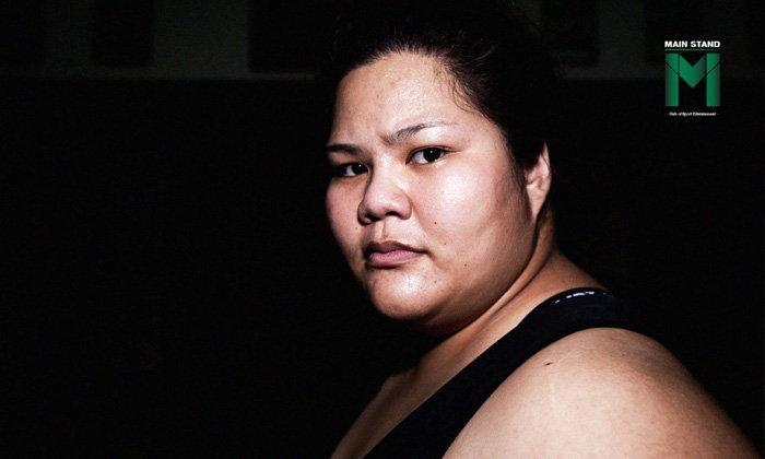 """""""ใบเตย"""" วิภารัตน์ : รองแชมป์โลกชาวไทย ผู้พิสูจน์ว่า """"ซูโมเป็นมากกว่าแค่กีฬาของคนอ้วนชนกัน"""""""