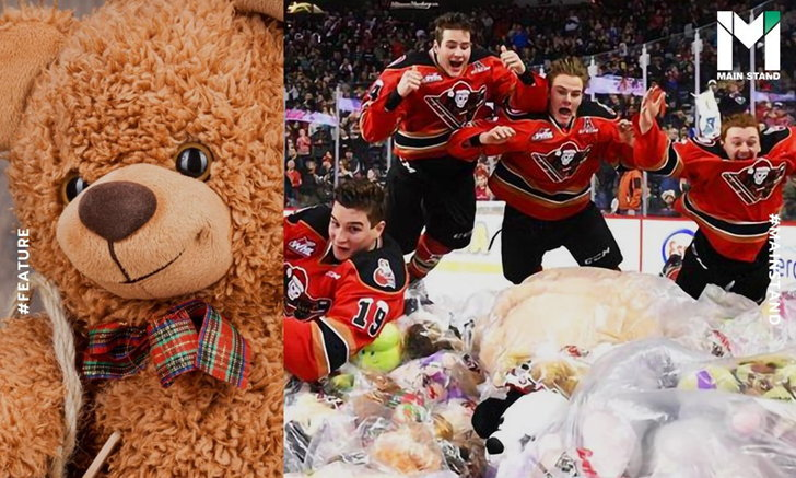 """""""Teddy Bear Toss"""" : กิจกรรมแหกกฎโลกกีฬา ที่ทุกคนยอมรับด้วยรอยยิ้ม"""