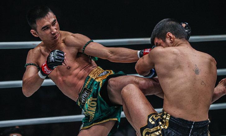 """ไม่มีปัญหา! """"เพชรมรกต"""" ต้อนแต้ม """"พงษ์ศิริ"""" ผงาดแชมป์มวยไทย ONE ที่จาการ์ตา"""