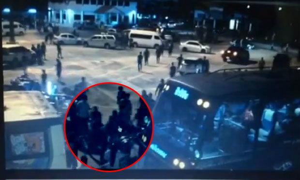 โอละพ่อ! ตำรวจเผยคลิปแฟนเมืองทองรุมอัดเจ้าหน้าที่หลังเกมพ่ายสุพรรณบุรี (คลิป)