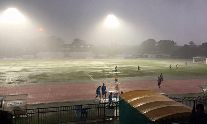 ฝนถล่มหนัก! สงขลา ยูไนเต็ด - พีทีที ระยอง  เลื่อนเเข่งเป็น 27 ส.ค. นี้