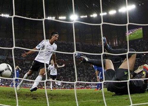 เยอรมันไล่ถล่มกรีซ4-2เข้ารอบรองชนะเลิศ