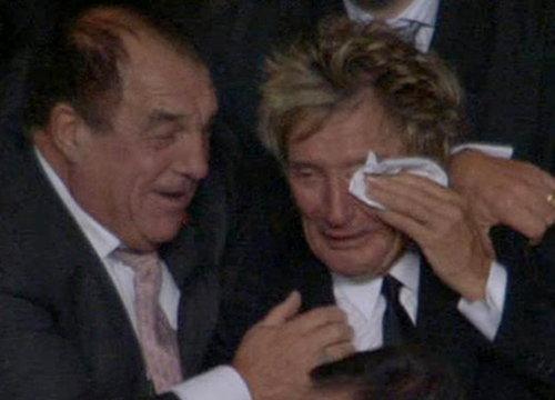 ร็อด สจ๊วร์ต ร้องไห้ดีใจเซลติกชนะบาร์ซ่า