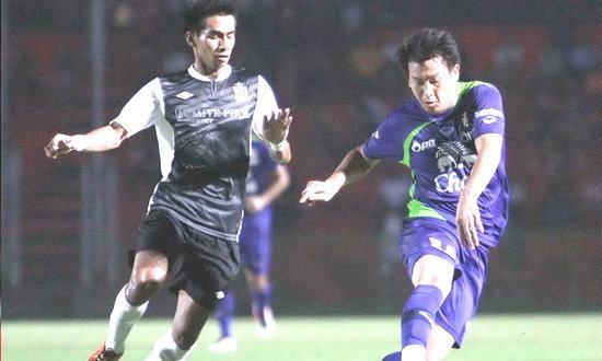 ทีมชาติไทยบุกพ่ายราชบุรี 0-1