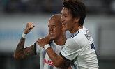 """""""ธีราทร"""" เล่นเต็มเกม! โยโกฮาม่า 10 คนบุกอัด โกเบ 2-0 รั้งรองฝูงเจลีกแน่น"""