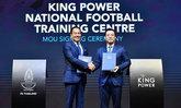 ประวัติศาสตร์วงการฟุตบอลไทย! ส.ฟุตบอลฯ จับมือ คิง เพาเวอร์ ลงนาม MOU สร้างศูนย์ฝึกฟุตบอลแห่งชาติ เพื่อฟุตบอลไทย