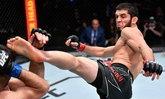 """สมคำล่ำลือ! """"มาคาห์เชฟ"""" จับล็อก """"มอยเซส"""" ยอมแพ้ยก 4 ศึก UFC FIGHT NIGHT"""