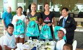 อิวาโนวิช′ นำทีมหวดสาวเลี้ยงข้าวเด็กๆ