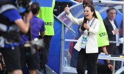 """""""มาดามแป้ง"""" หลั่งน้ำตาหลังทีมชาติไทย เบิกสกอร์แรกในบอลโลก 2019  (ภาพ+คลิป)"""