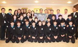 """""""มาดามแป้ง"""" นำทัพชบาแก้วเข้าทำเนียบพบ """"บิ๊กตู่"""" ชื่นชมสร้างความสุขให้คนไทย"""