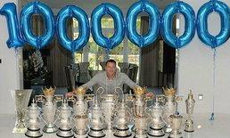 """เยอะจัด! """"เจที"""" โพสต์ถ้วยแชมป์ฉลองไอจีครบ 1 ล้านคน"""