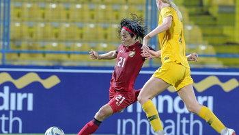 """""""กาญจนา"""" กดแฮตทริก แข้งสาวไทยไล่อัด ออสซี่ 4-2 ลิ่วรอบตัดเชือกชิงแชมป์อาเซียน"""