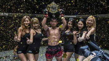 """กระหึ่มอิมแพ็ค! """"น้องโอ๋"""" ป้องแชมป์มวยไทย, """"เพชรดำ"""" ซิวเข็มขัดคิกบ็อกซิ่ง ศึก ONE: WARRIORS OF LIGHT"""