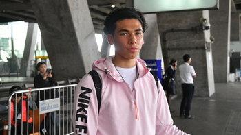 """มาแล้ว! """"เบนจามิน เดวิส"""" เดินทางถึงไทย พร้อมขอร่วมซ้อมทันทีกับช้างศึก U23"""
