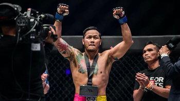 """เส้นทางนักสู้ 27 ปี """"ยอดแสนไกล"""" โคตรกำปั้นบนหน้าประวัติศาสตร์มวยไทย"""