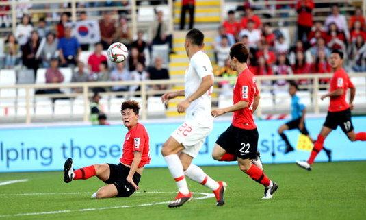 มังกรดวลช้างศึก! จีนต้านไม่ไหวโดนเกาหลีใต้อัดพัง 0-2 (คลิป)