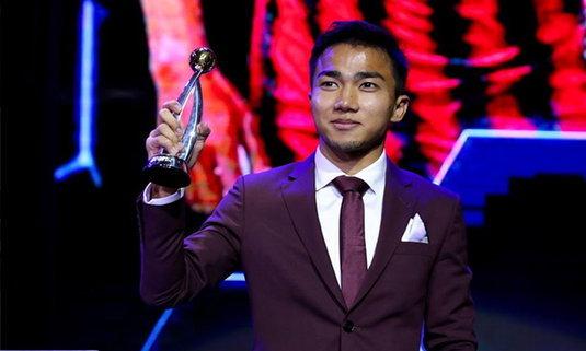 """แรงจริง! """"ชนาธิป"""" ผงาดคว้ารางวัลนักเตะยอดเยี่ยม FA Thailand Award 2018"""