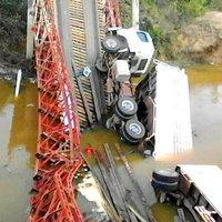 สะพานถล่ม