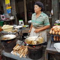 ผัดไทยเตาถ่านในตำนาน