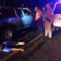 หนุ่มใหญ่เมาจอดรถนอนบนพื้นถนน