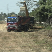 รถบรรทุกดินวิ่งผ่านซอยทั้งวัน บ้านสั่นหวั่นทรุดตัว