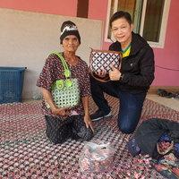 คุณยายนักรีไซเคิล นำซองกาแฟถักเป็นกระเป๋าสร้างรายได้เสริม