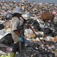 เศรษฐกิจตกต่ำพ่นพิษ คนเก็บขยะเดือดร้อนหนักจากราคาขยะรีไซเคิลตกต่ำ