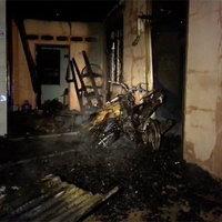 หนุ่มเพิ่งพ้นโทษจุดเทียนในบ้าน เกิดไหม้บ้านวอด 2 หลัง