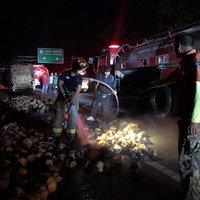 ไฟไหม้รถบรรทุกมะพร้าวนับร้อยผล โชคดีดับทันก่อนวอดยกคัน