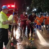 สมุทรสาคร เร่งแก้ปัญหาฝุ่น PM ฉีดพ่นละอองน้ำ 4 จุด ต่อเนื่องเช้าเย็น