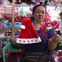 คนร้ายแต่งตัวดีซื้อหมวกซานตาคลอสไม่จ่ายตังค์
